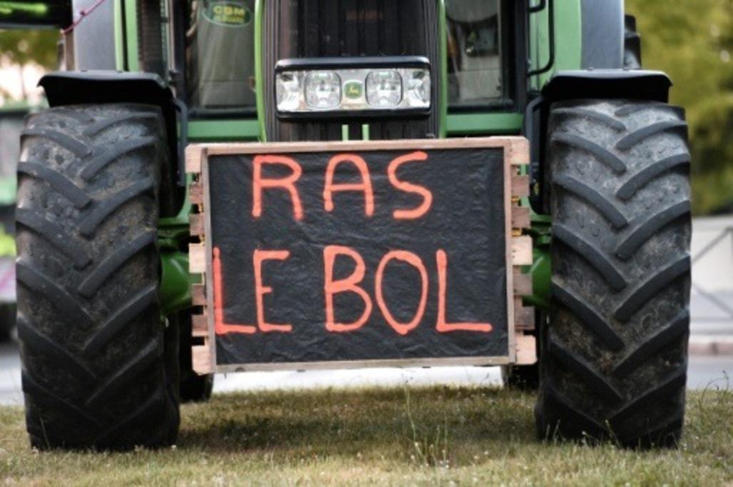 Manifestations-d-eleveurs-en-colere-dans-l-Ouest_article_popin